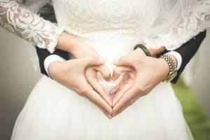 boda - manos y corazón de novia y novio