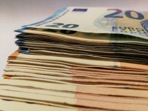 Banknotes de euros - otorgados a plazos
