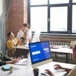 Empleados en oficina – una empresa